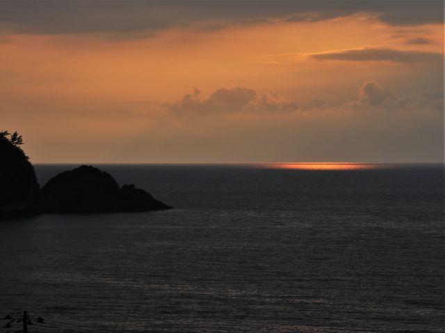 太陽がかくれんぼ_由良海岸