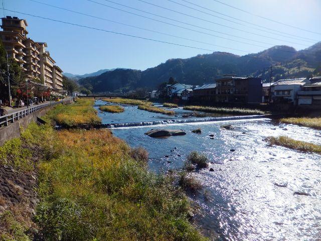 三朝橋から上流側を望む。_三朝温泉 三徳川周辺