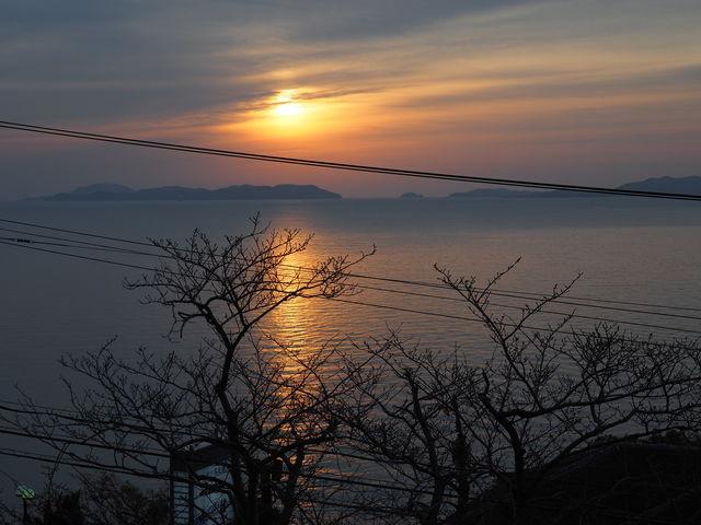 家島群島の先から日の出_呑海楼