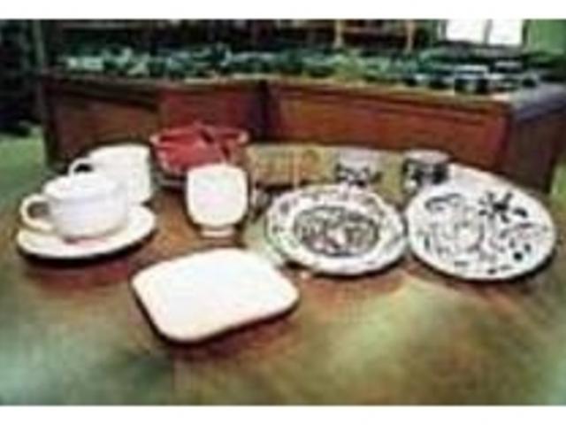 地元の土や釉薬を使って作られる陶器_袖師焼窯元