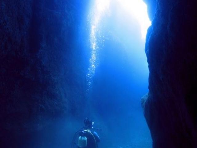 大人気!青の洞窟(水中から)_青海島ダイビングセンター