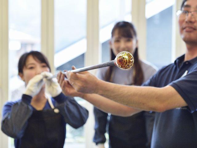 『吹きガラス体験』 どろどろ熔けたガラスに息を吹き込もう♪_箱根クラフトハウス
