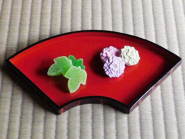 見た目にも楽しい京菓子(毎回変わります)_茶道体験 弦庵