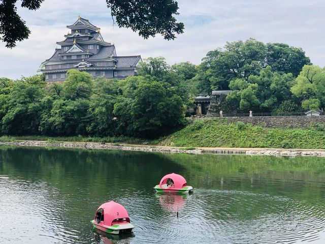 可愛い桃ボートに乗って岡山城を眺めることができます♪_Caf'e&Restaurant&Boating 碧水園