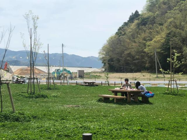 青空の下でピクニックも楽しめます。_白浜ビーチパーク